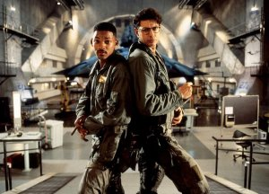 Will Smith and Jeff Goldblum back to back in front of an alien spaceship.